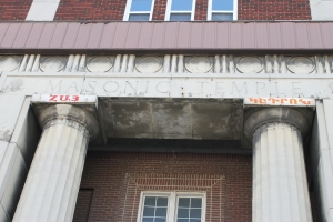 The front of the Findlater, notice above each pillar the words Hai and Getron.