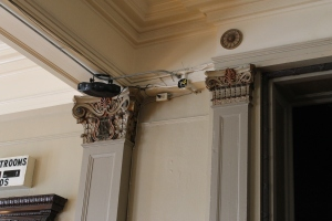 Great crown molding, still intact.